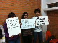 University students in Mexico hold signs for Rodney Reed and Juan Balderas. Photo by Ruth Figueroa