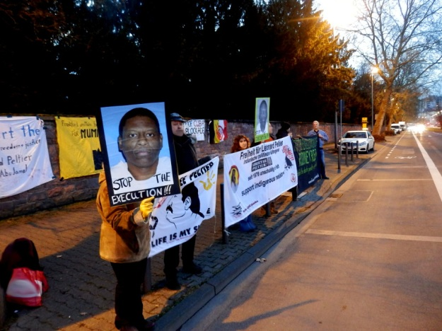 Silent vigil in Frankfurt am Main demanding justice for Rodney Reed, Mumia Abu Jamal, and Leonard Peltier Photo by Free Mumia Coalition, Frankfurt