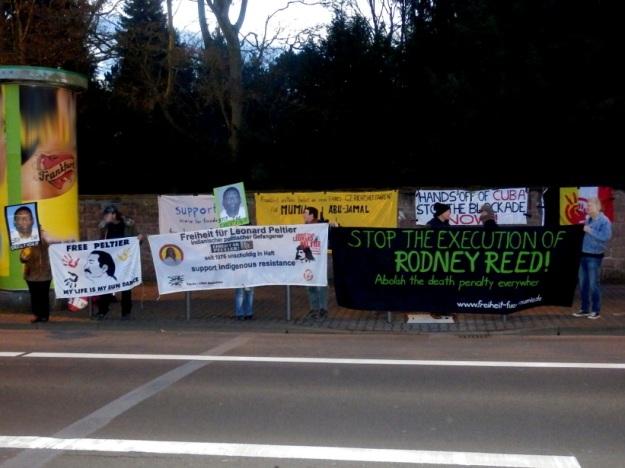 Protesters in Frankfurt am Main demand justice for Rodney Reed, Mumia Abu Jamal, and Leonard Peltier Photo by Free Mumia Coalition, Frankfurt