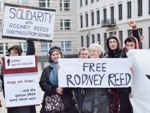 Protesters in Berlin demand justice for Rodney and an end to the death penalty. Photo by Uwe Hiksch