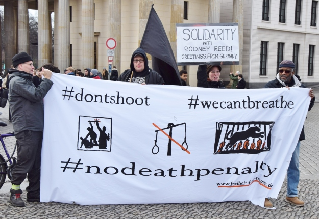 Protesters in Berlin demand justice for Rodney and an end to the death penalty.  Photo by Uwe Hikschv